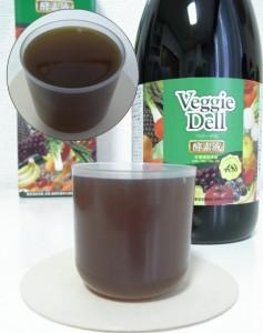 ベジーデル酵素液を注いでみます